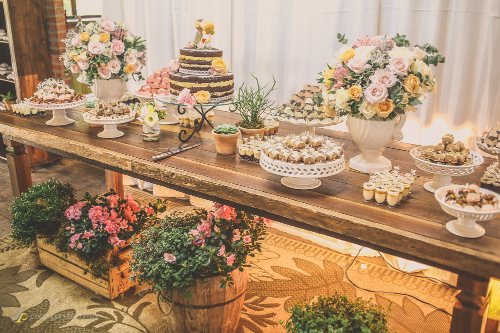 Como decorar a mesa de doces para casamento Fast Life Fast Life -> Decoração De Mesa De Casamento Barato