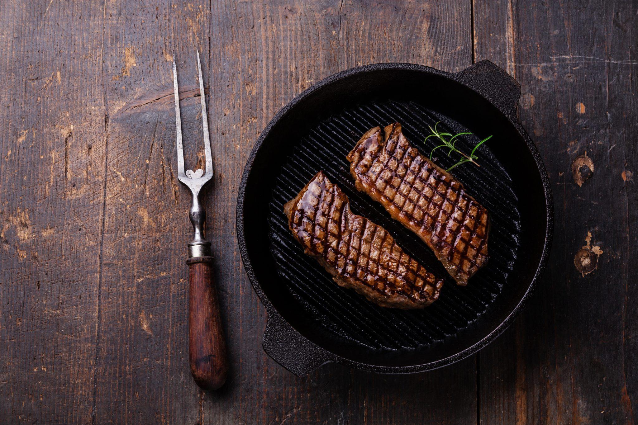 carne grelhada (frigideira de ferro)