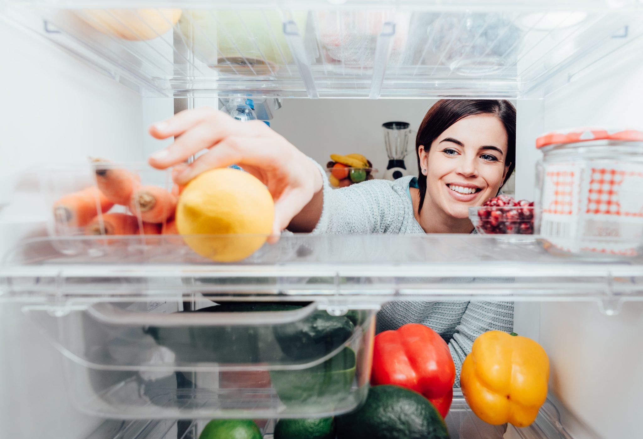 como guardar comida na geladeira
